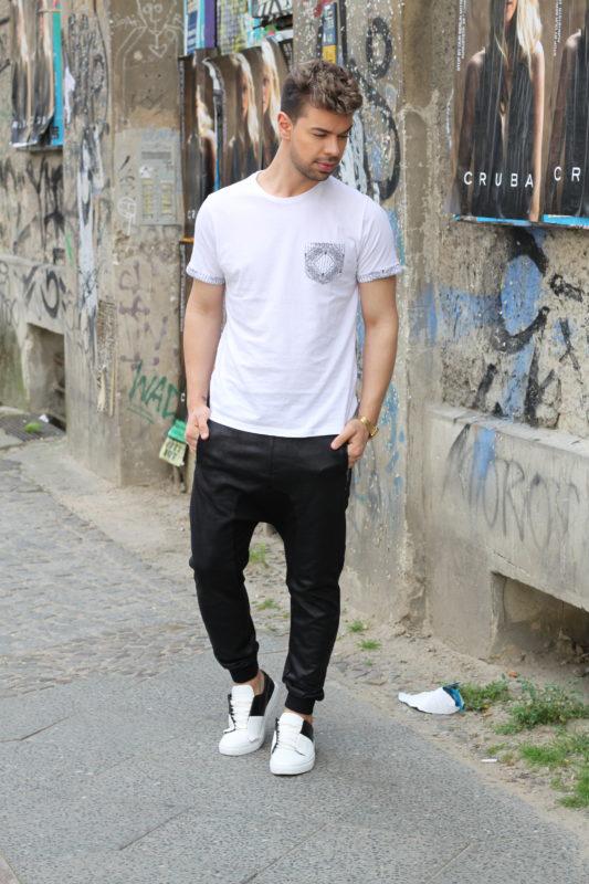 black-white-elvis-lamoureux-lamo-outfit-ootd-slimani-mercedes-benz-fashion-week-topman-asos-hm-casio-4-blackwhite-5-e1467752779663-533x800